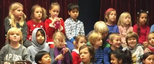 Sangstund. Morgenmøte. Privat barneskole i Oslo. Demokratisk barneskole i Oslo. Skole for nysgjerrighet, lærelyst og livsglede.